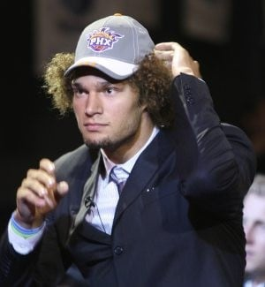 Suns draft center Robin Lopez in 1st round