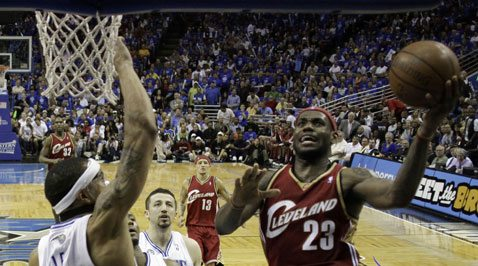 Howard's 24 lead Magic past Cavs for 2-1 lead