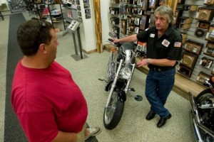 Rising gas prices driving many to 2-wheelers