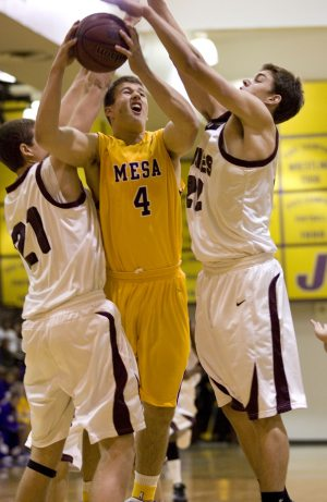 Mesa boys speed past Hamilton to win tourney