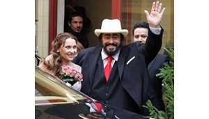 Luciano Pavarotti ties knot in Italy