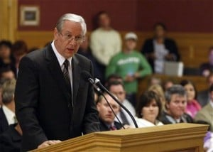 Salt Lake OKs gay rights laws with Mormon backing
