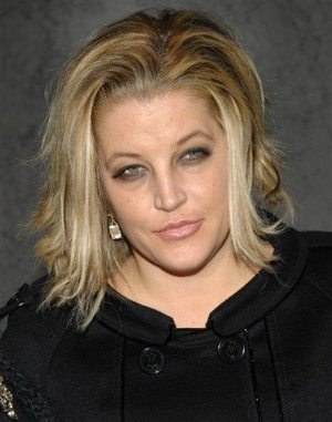 Lisa Marie Presley sues over 'fat' story