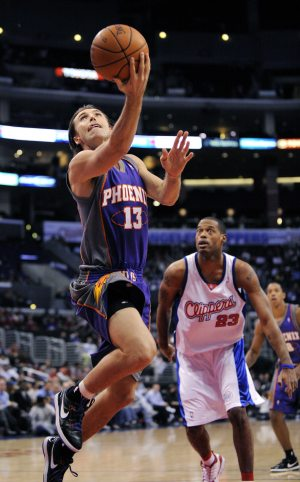 Nash rallies Suns to win over Clippers