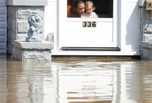 Hundreds displaced by Midwest flooding