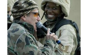 Robin Williams entertains troops in Iraq