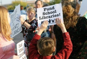 Mesa school librarians protest cuts