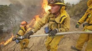 Firefighters gain on L.A.-area wildfire