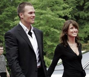 Publicist: Actress expecting Brady baby