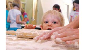 E.V. Jews mark Passover with chametz, Seder rituals