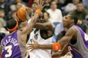 Suns pound struggling Timberwolves, 108-79