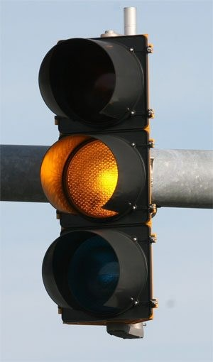 Lawmaker wants yellow lights set at 3 seconds