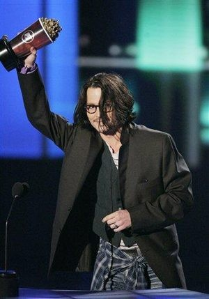 Johnny Depp wins at MTV Movie Awards