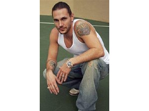 Kevin Federline tries his hand at rapping