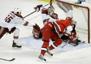 Staal's hat trick hands Coyotes 4th loss in row