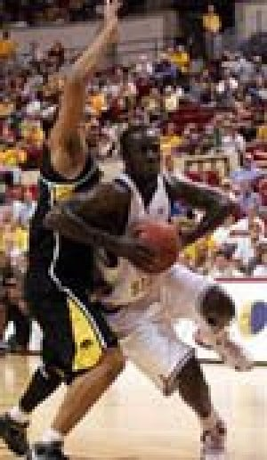 Arizona State knocks off Iowa, 67-64