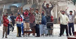 Iraqis cheer collapse of Saddam's regime