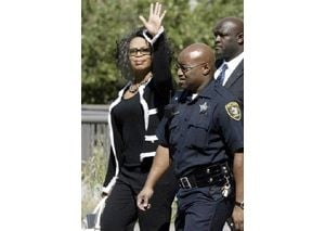 Winfrey picked to serve on Chicago jury