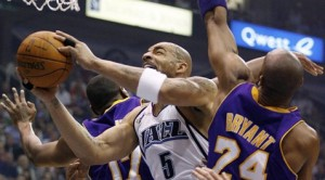 Boozer leads Jazz back into series
