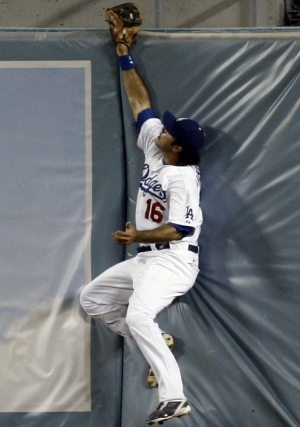 Dodgers beat D-Backs on bases-loaded walk