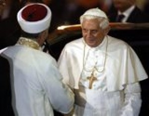 Pope prays with cleric at Turkey mosque