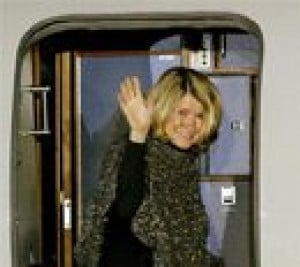 Martha Stewart returns home from prison