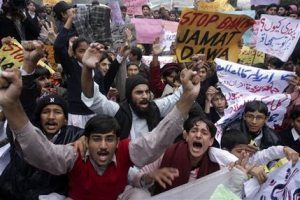 History, dissent cloud Pakistan's Mumbai reaction