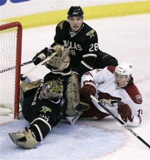Coyotes beat Stars for 9th straight win