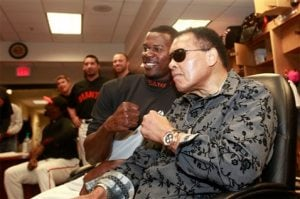 Muhammad Ali visits Giants clubhouse