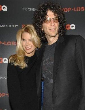 Shock jock Howard Stern ties the knot in NYC