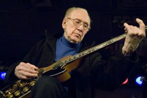 Guitar legend-inventor Les Paul dies at 94