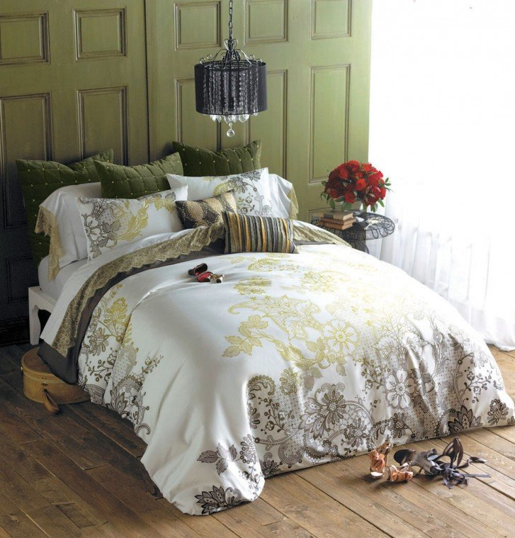 Romantic bedding ensemble