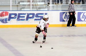 Chandler girl goes great lengths to play hockey