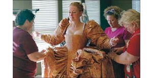 'Elizabeth I' exhibit in Scottsdale buttons up a queen's finery