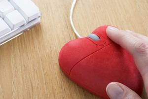 Online dating becomes more popular for seniors
