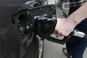 Price per gallon dips slightly in state
