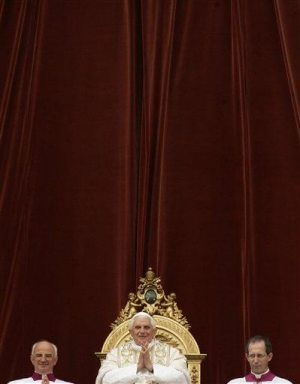 Pope urges hope on Easter for end to war, poverty