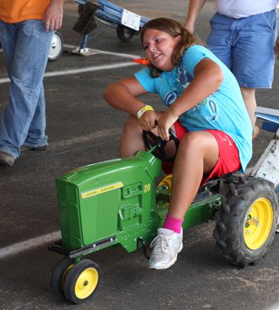 032 Fair Pedal Tractor.jpg