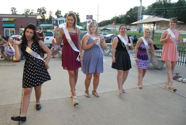 032 Fair Queens at Paradise.jpg