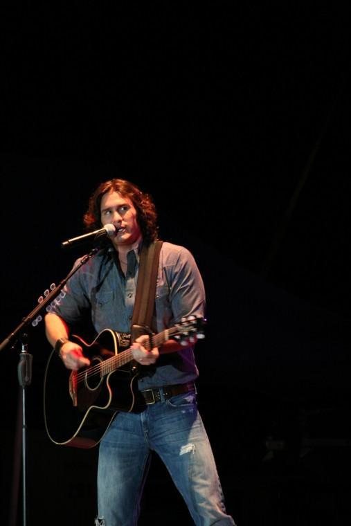 002Joe Nichols Plays TnC Fair 2011.jpg