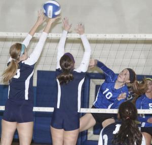 Washington Volleyball Defeats Holt