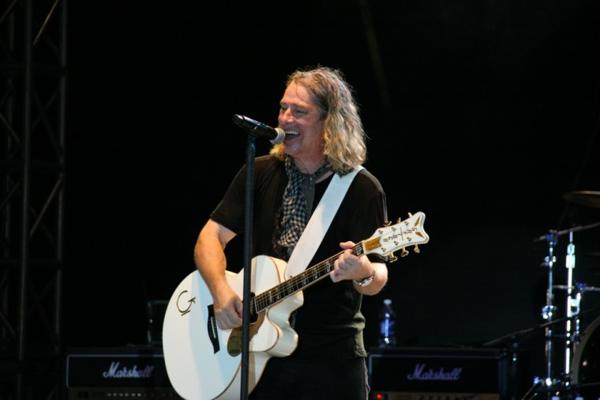 041Collective Soul Play TnC Fair 2011.jpg