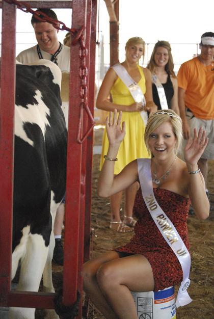 Milking Contest TC Fair 008.jpg
