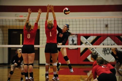 Union Volleyball Defeats St. Clair