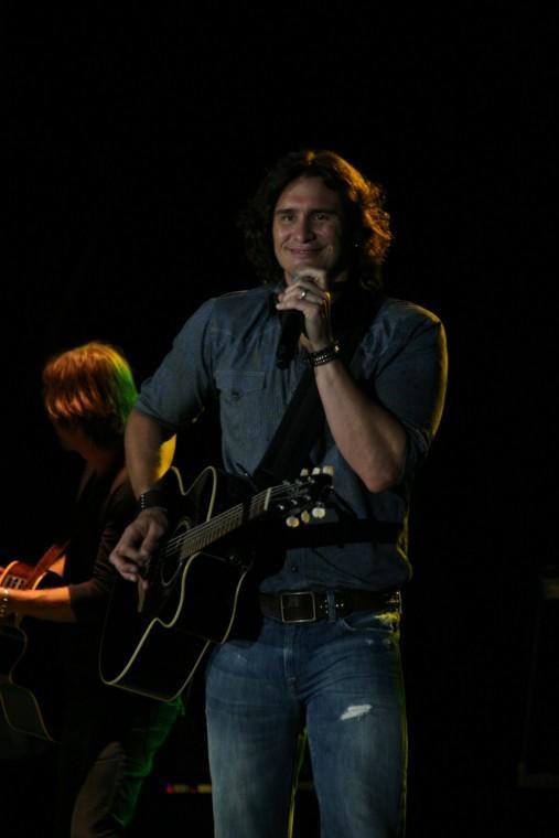 013Joe Nichols Plays TnC Fair 2011.jpg