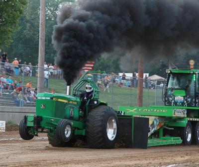 022 Fair Tractor Pull.jpg