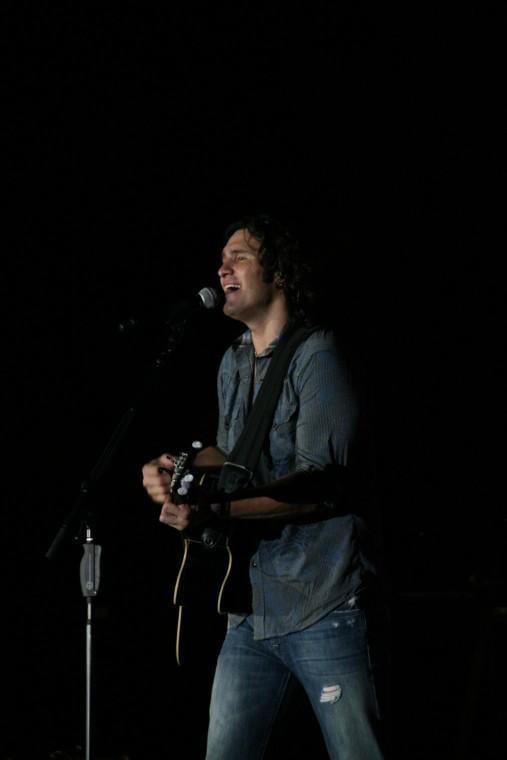037Joe Nichols Plays TnC Fair 2011.jpg