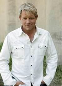 Pat Green takes the long road, and waits for a hit