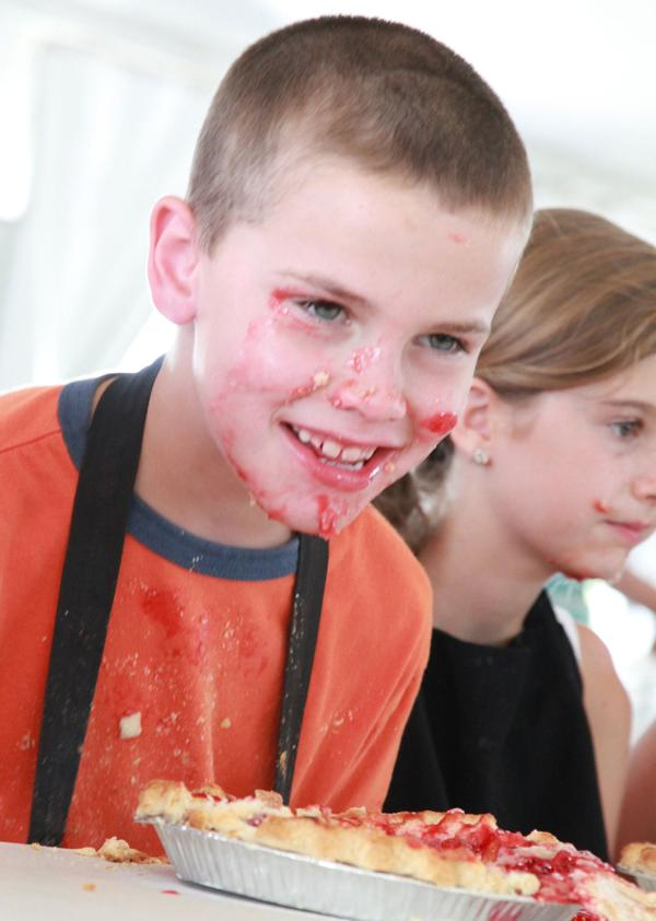 036 Pie eating Contest at fair 2014.jpg