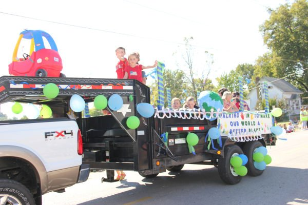 028 UHS Homecoming parade 2013.jpg